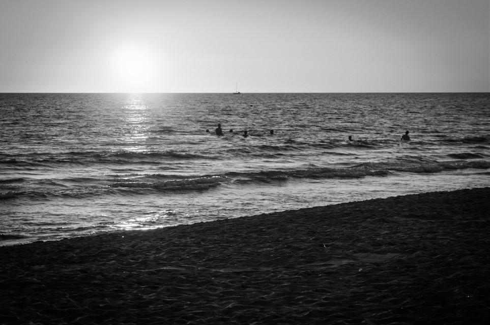 Sunset.  Black&white.  #blackandwhite #sea #sunset #monochrome #summer