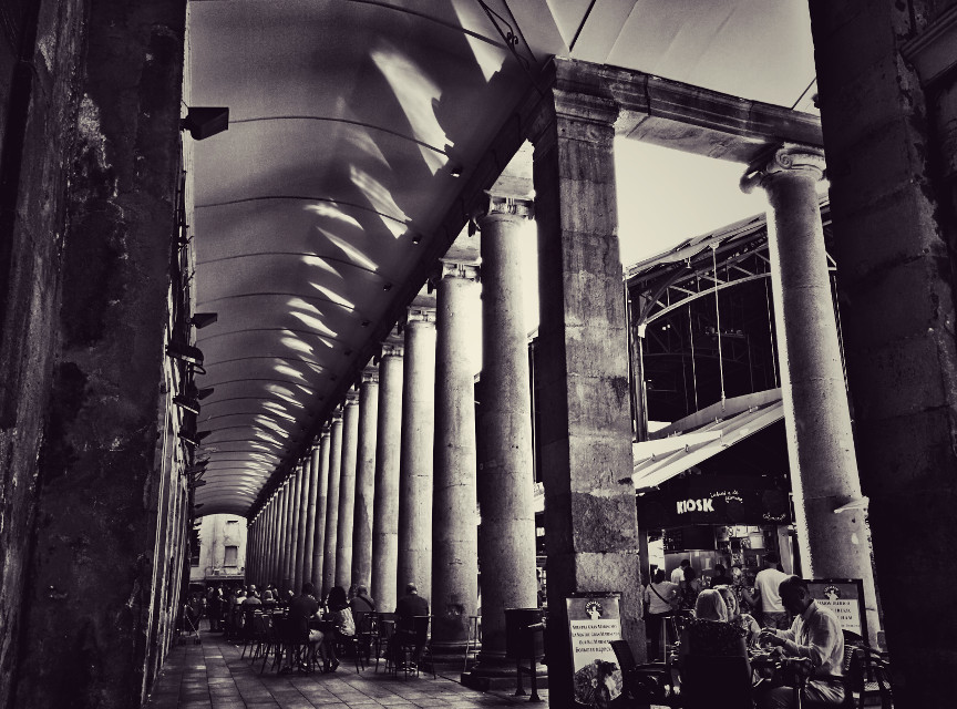 #blackandwhite #photography #travel #barcelona #columns